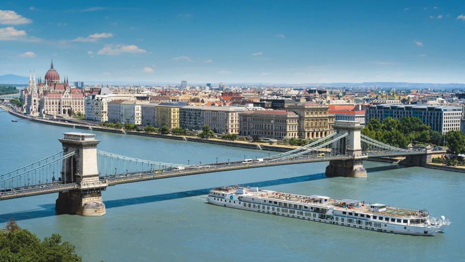 קריסטל מוצרט בבודפשט. צילום קריסטל