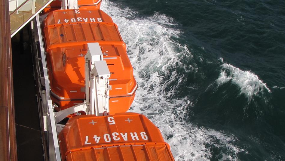 למקרה הצורך: סירות הצלה באניית קרוזים. צילום עוזי בכר