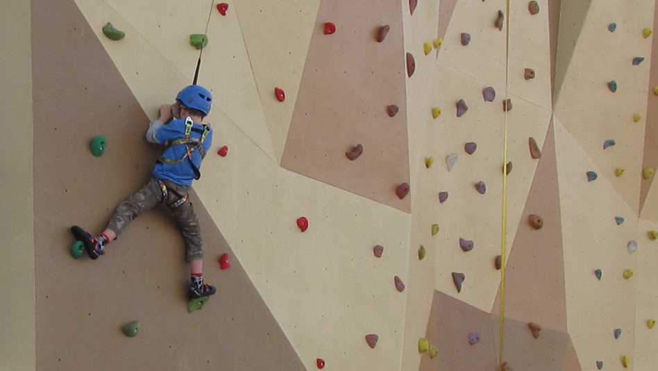 אטרקציות לילדים: קיר טיפוס באחת מאניות רויאל קריביאן. צילום עוזי בכר