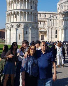 הזוג קינן מבקרים במגדל פיזה שבאיטליה