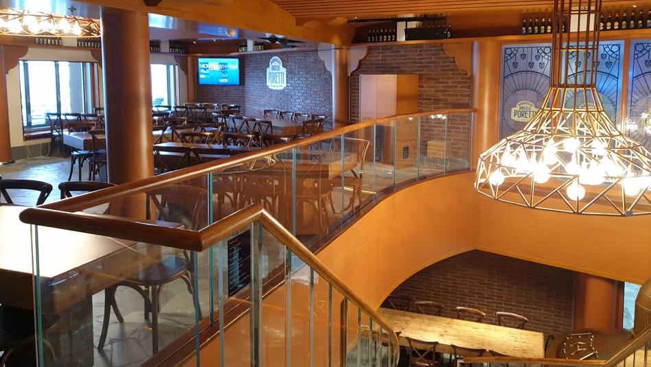 Birrificio Angelo Poretti - מבשלת בירה אמיתית החולשת על 2 קומות. צילום עוזי בכר