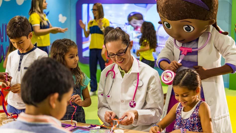 תוכנית Doc McStuffins Toy Hospital בדיסני קרוז ליין. צילום דיסני