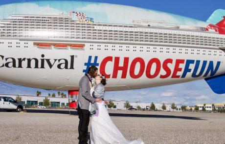 """קרניבל קרוז ליין: """"אהבה יש באוויר ובים"""""""