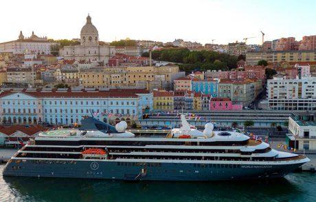 חברת Atlas Ocean Voyages מציעה סיורי חוף כלולים במחיר